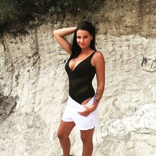 Jolee Love (@jolee.love) | Photos & Videos on Glamino